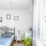 booking.com, apartman, white room